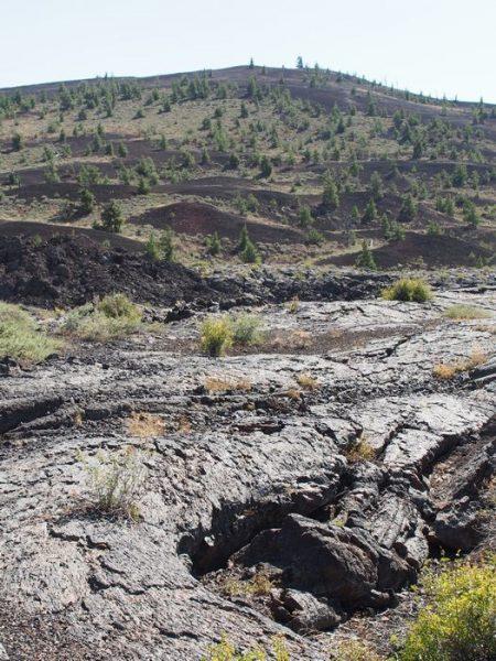 ほんの2000年前まで噴出していた溶岩流