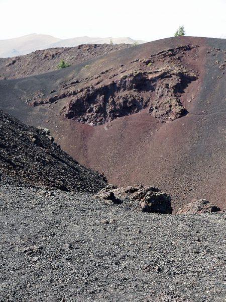 ビッグクレーターと名付けられた噴火口