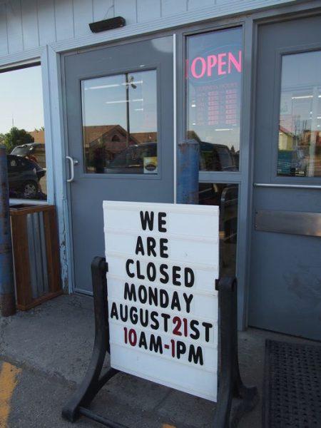 スーパーは皆既日食の時間帯は臨時休業