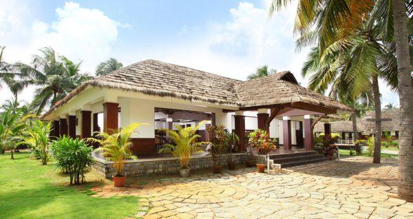 南インドらしい建築のエントランス棟